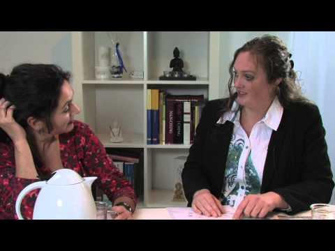 Josephine aan de keukentafel bij :Angelique Wagenaars /arts-acupuncturist