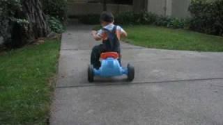 点点骑三轮车-baby riding tricycle