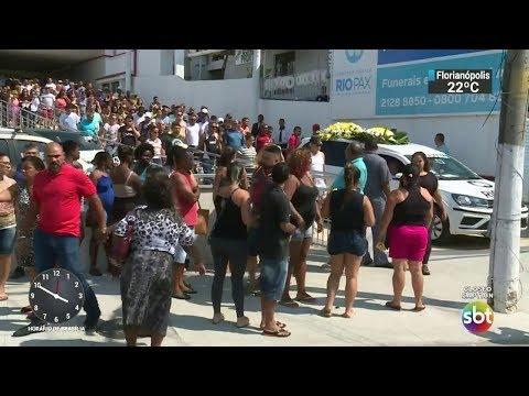 Idoso é vítima de fogo cruzado entre policiais e bandidos no RJ | SBT Notícias (21/10/17)