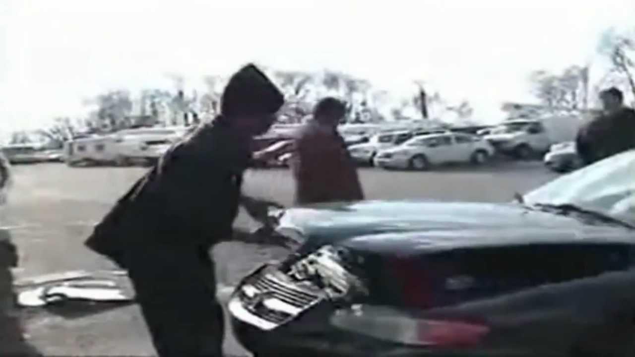 Fail ! Junge wollte KFZ Mechaniker erschrecken ! UPPPS ! - YouTube