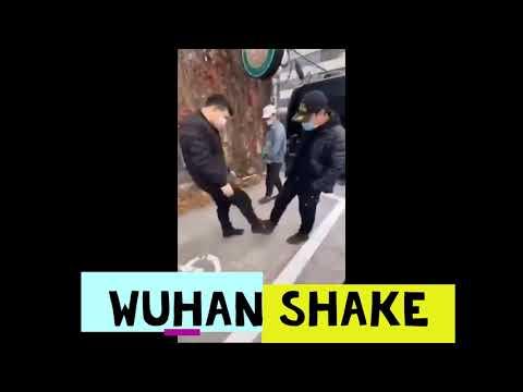 Wuhan Shake: a nova forma de saudarse en China para evitar contaxios