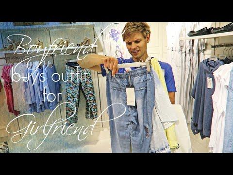 Парень покупает одежду...