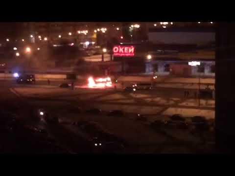 В Оренбурге на улице Салмышской загорелся автобус
