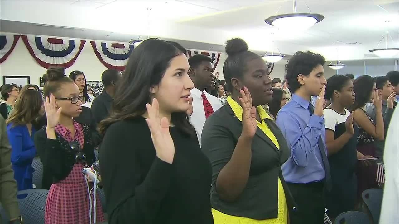 South Florida teens take oath to become US citizens in Oakland Park