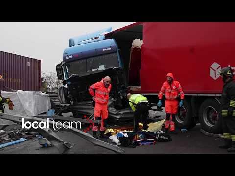 Incidente mortale a Monza tra tir e auto in via Marconi