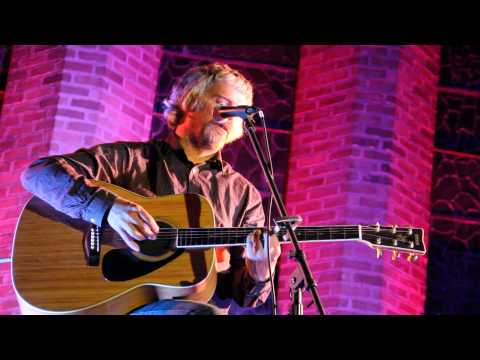John Bramwell of I Am Kloot sings Blackbird