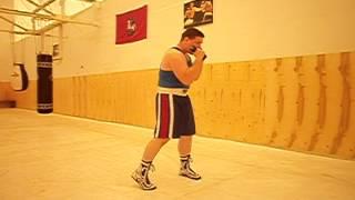 Удар снизу (апперкот) в боксе