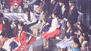 171202 아이유에게 인사하고 신난 트와이스 정연 나연 직캠 IU TWICE jeongyeon Nayeon fancam by Spinel