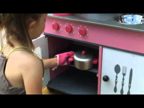 Janod maxi kitchen cote cuisine just play youtube for Janod maxi cuisine chic
