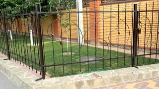 установка металлических столбов для забора своими руками, вариант крепления(посмотреть http://kovka-dveri.com .. Как поставить забор самостоятельно возле частного дома. Тема: установка металлич..., 2016-10-07T12:02:08.000Z)