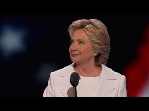 Clinton ofrece crecimiento y cuestiona a Trump