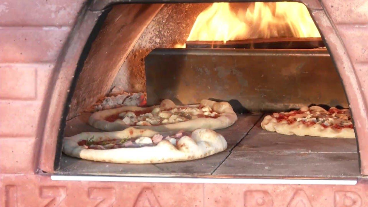 Cottura nel forno a legna 4 pizze nel forno Pizza Party