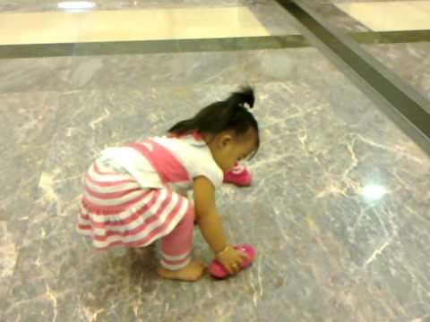 khristel leyson try to walk inside the abu dabi mall