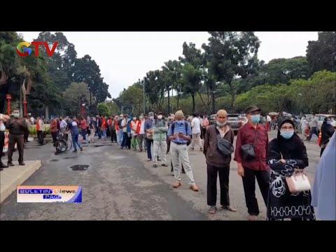 Polisi Bubarkan Vaksinasi COVID-19 Pegawai BUMN Di Senayan, Jakarta Pusat - BIP 11/03