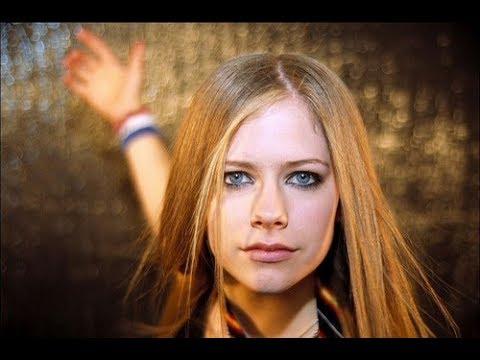 AVRIL Lavigne Muore nel 2003/ Sostituita da Clone / Sosia