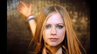 AVRIL Lavigne Muore nel 2003/ Sostituita da Clone / Sosia Video