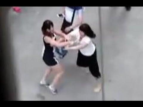 血まみれで戦う中国人女性の日常