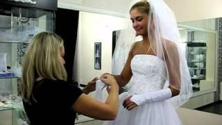 Агата Муцениеце выбирает свадебное платье