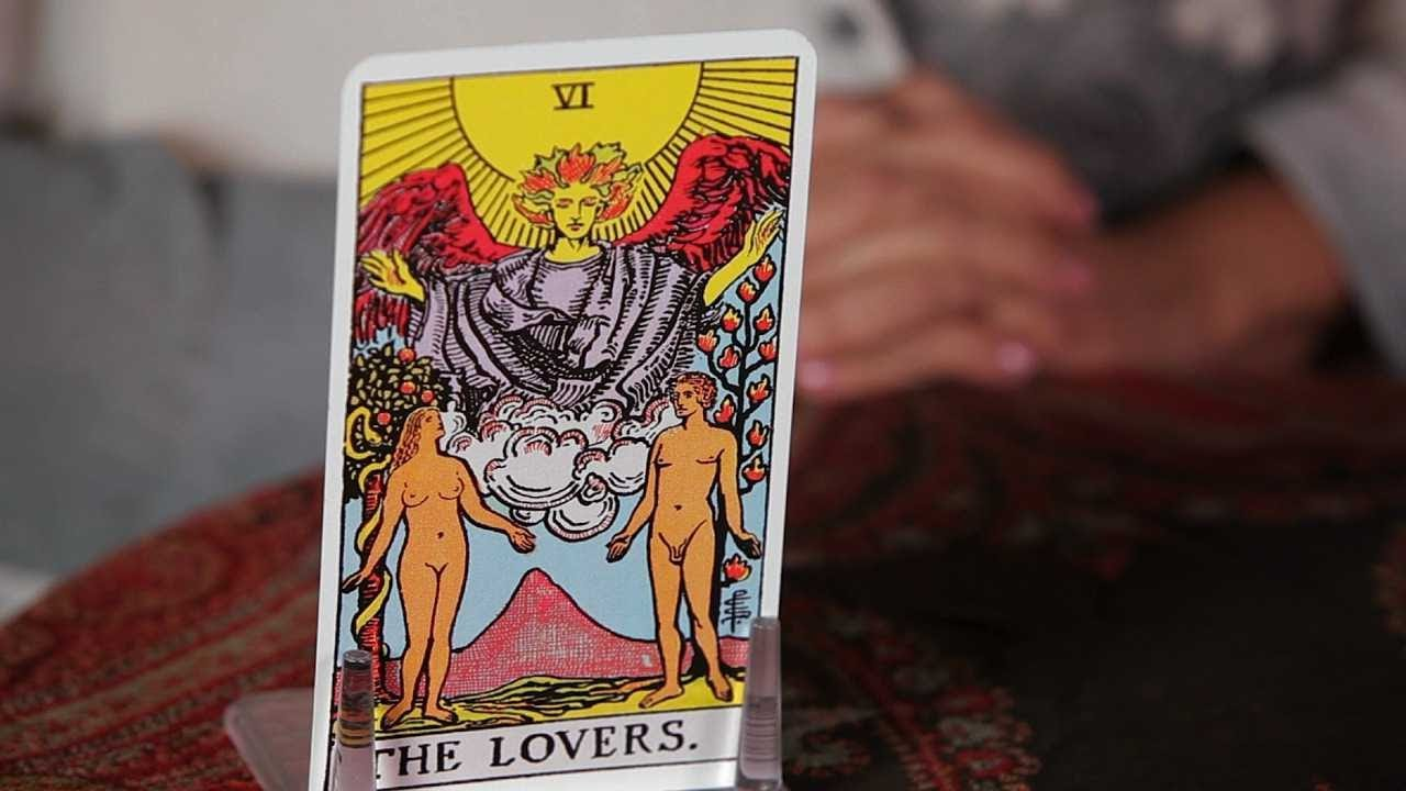 How to Read the Lovers Card   Tarot Cards