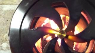 薪の投入口にレジスターを使用する事で火の粉が一切室内に飛ばないので...