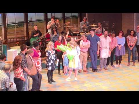 Jessie Mueller's Final Curtain Call in Waitress streaming vf