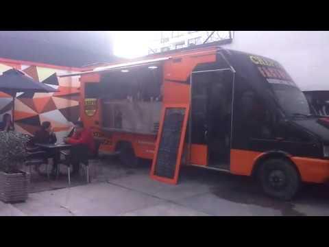 La cocina dentro de un Food Truck