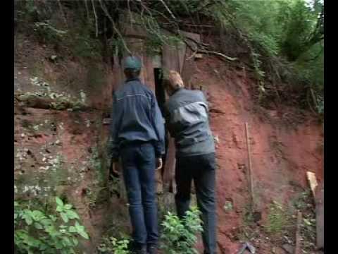 видео: Пещера в Сиверском