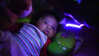 Baby fascinated by Baby's Music Box version 3.5 on mobile phone - Android app