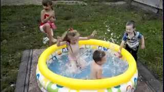 ВИДЕО ПРИКОЛЫ! БАССЕЙН :)(Діти бавляться в басейні. Дитячі приколи. Дети играют в бассейне. Детские приколы. children playing in the pool., 2015-02-16T16:57:07.000Z)