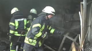 Запорізькі рятувальники ліквідували пожежу на території Центрального ринку міста