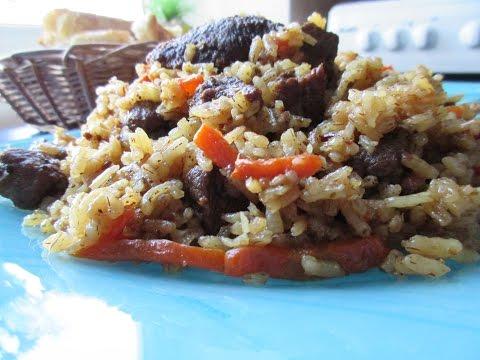 Муж готовит среднеазиатский плов из узгенского риса