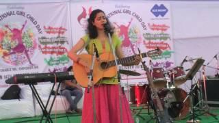 singer-chinmayi-tripathi-sings-poem-tufanoon-ki-ore-ghumado-patvaar