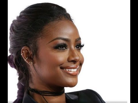 JUSTINE SKYE Takes Knee While Singing National Anthem - Barclays Center, NYC (VIDEO)