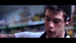 Смотреть клип Fedez - Penisola Che Non CÈ