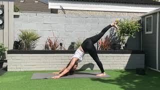 30 mins Full Body Yoga Flow for Strength and Flexibility