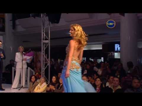 Scotty Davis - Miss Universe Accidentally Mooned The Crowd When Her Dress Got Caught
