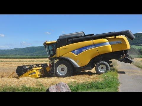 Mähdrescher New Holland CX 8070 bei der Gerstenernte-gigantic machine