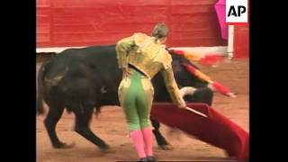 MEXICO: SPANISH FEMALE BULLFIGHTER SANCHEZ DRAWS A CAPACITY CROWD