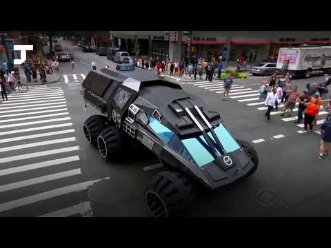 По центру Нью-Йорка проехался «марсианский автомобиль». Жители приняли его за Бэтмобиль