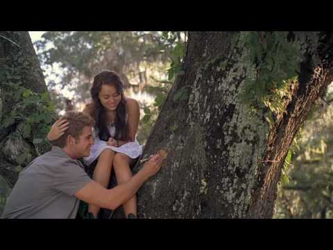 """The Last Song """"Summer Love"""" Featurette (Official)"""