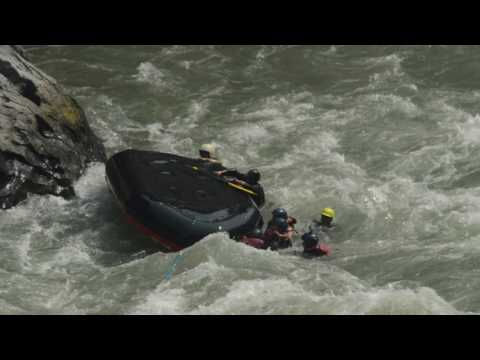 OMG How to accident boat in trisuli river / Danger Rafting in tha world