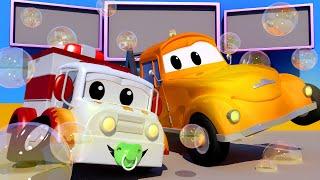 Малышка Эмбер - Автомойка Эвакуатора Тома в Автомобильный Город 💧 детский мультфильм