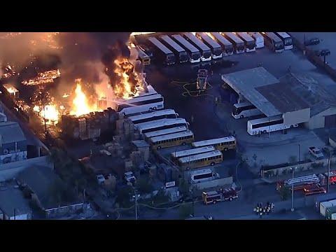 حريق ضخم في منطقة تجارية جنوب لوس أنجلوس  - نشر قبل 12 ساعة