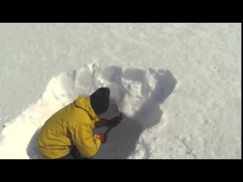 haciendo cueva de nieve (vivac)