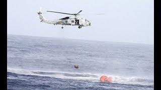 Operación de rescate marítimo en helicóptero de marinero herido en alta mar