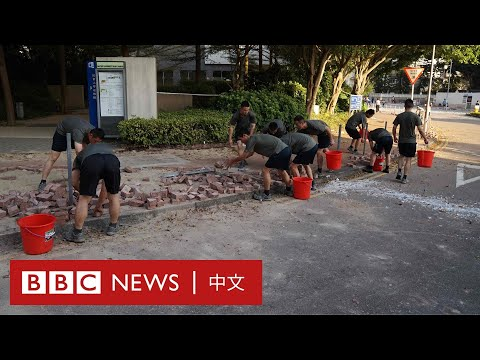 香港示威:解放軍現身街頭 「自發」清理路障- BBC