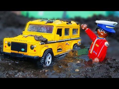 Машинки попали в ГРЯЗЬ. Мультик - где Петрович спасет детей из болота. Видео для детей с игрушками