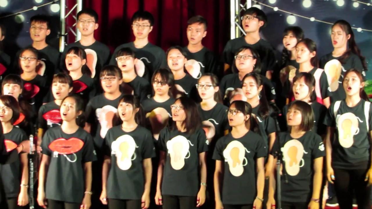 亞大新生合唱比賽 聽語系 當我們一起走過+稻香 - YouTube