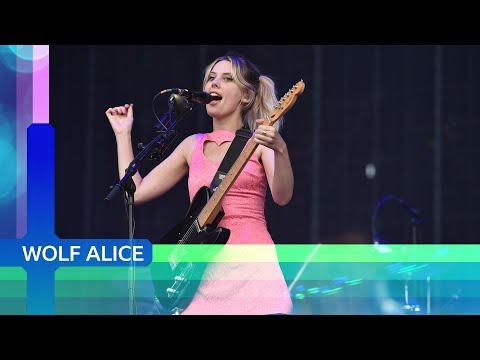 Wolf Alice  - Smile (Reading 2021)