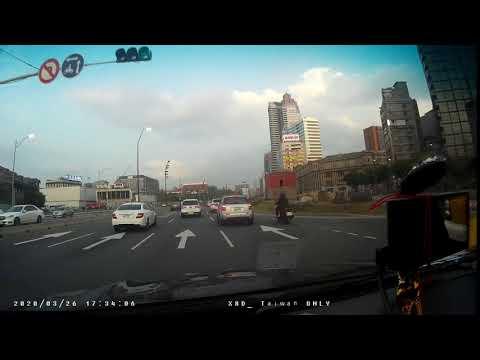 計程車TDH-9015號變換車道未依規定使用方向燈